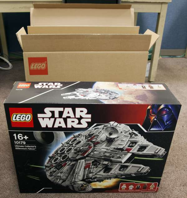 Lego ultimate collector's millennium falcon star wars set 10179