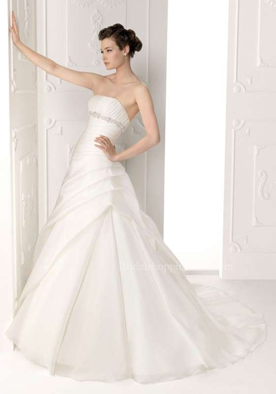 Cheap wedding dress for cutting down wedding budget