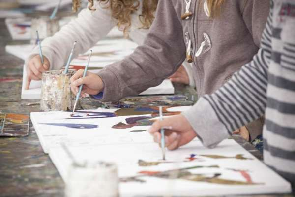 Get your kids' creativity with art holiday programs