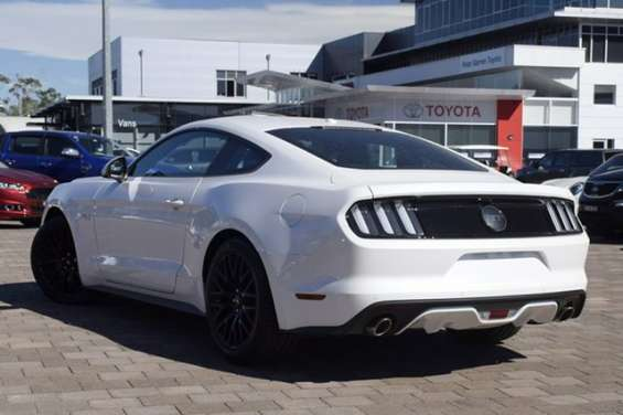 2017 ford mustang gt fastback selectshift fastback the ford mustang hits the road running with a sleek, agile body designed for performance. designers were challenged to improve mustang's aerodynamics, while giving it an aggressive, energetic stance. pains