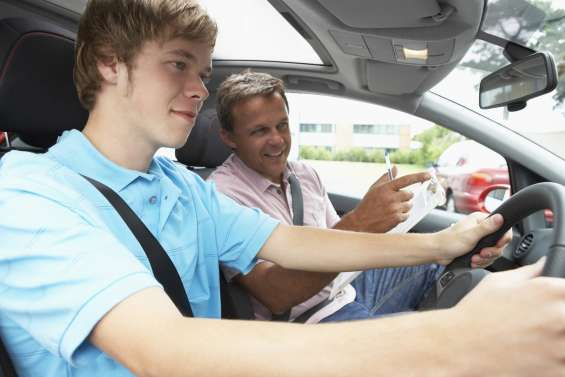 Best refresher driving lessons in adelaide - mitcham driving school